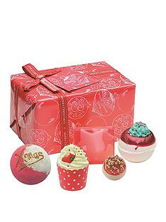 bomb-cosmetics-santa-baby-gift-set