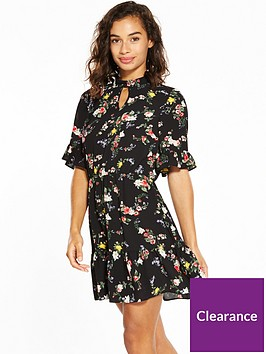 miss-selfridge-petite-floral-tea-dress