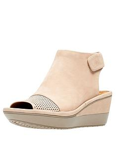 053d4937e5f7 Clarks Wynnmere Abie Low Wedge Sandal - Sand