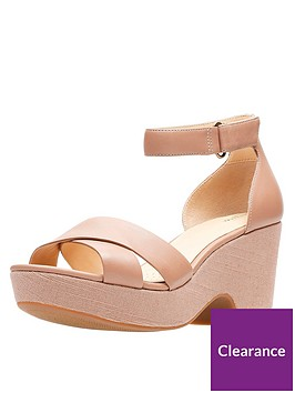 clarks-maritsa-ruth-low-wedge-sandal-beige