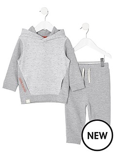 river-island-mini-boys-grey-waffle-hoodie-outfit