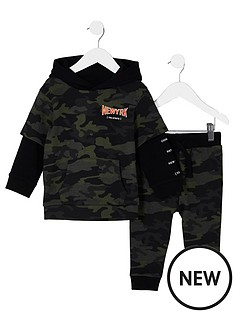 river-island-mini-boys-khaki-camo-print-hoodie-outfit