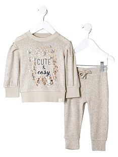 river-island-mini-girls-039cute039-sweatshirt-joggers-outfit