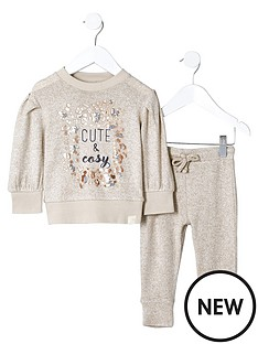 river-island-mini-girls-039cute039-sweatshirt-joggers-outfit
