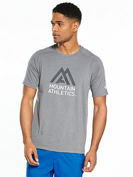 The North Face T-shirt M WICKER GRAPHIC CREW MOUNTAIN ATHLETICS Magasin De Dédouanement sUcHbizw