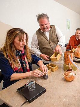 virgin-experience-days-gin-school-experience-at-nelsonrsquos-gin-distillery-for-two-innbsputtoxeter-staffordshire