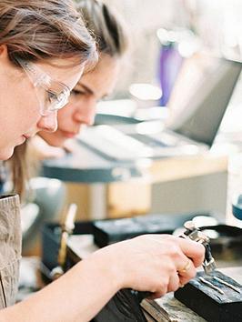 virgin-experience-days-artisan-silver-jewellery-making-day-in-birminghams-famous-jewellery-quarternbsp