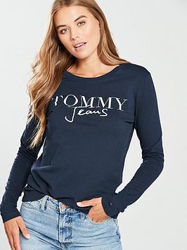tommy-jeans-script-logo-long-sleeve-tee