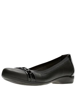 clarks-kinzie-light-ballerina-black