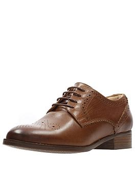 clarks-netley-rose-brogue-tan