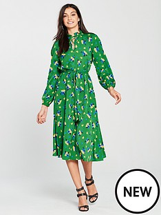v-by-very-printed-tie-waist-dress-greennbsp