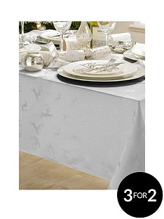 jacquard-metallic-deer-tablecloth