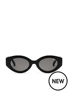 quay-australia-quay-see-me-smile-black-sunglasses