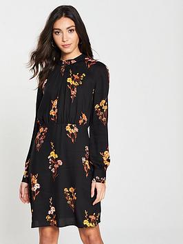 warehouse-glowing-floral-smock-neck-dress-black