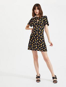 miss-selfridge-ditsy-tea-dress-blacknbsp