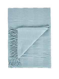 gallery-linear-pleat-throw