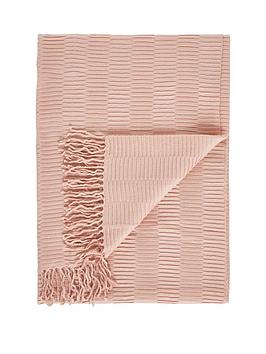 Gallery Gallery Linear Pleat Throw Picture