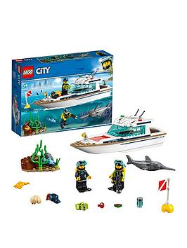 lego-city-60221nbspdiving-yacht