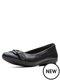 clarks-clarks-unstructured-neenah-lark-wide-fit-ballerina-black