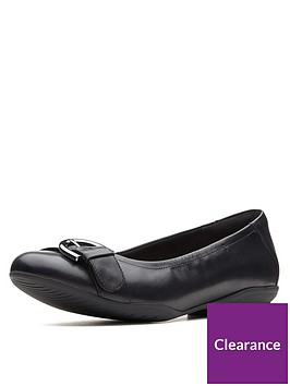 clarks-unstructured-neenah-lark-wide-fit-ballerina-black