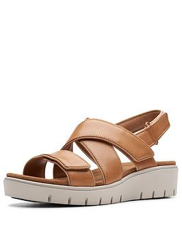 clarks-unstructured-un-karely-dew-wedge-sandals-tan