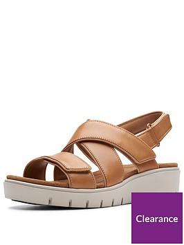 clarks-unstructured-un-karely-dew-wedge-sandals-tan