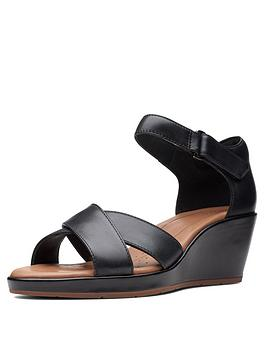 clarks-clarks-unstructured-un-plaza-cross-wide-fit-wedge-sandal-black