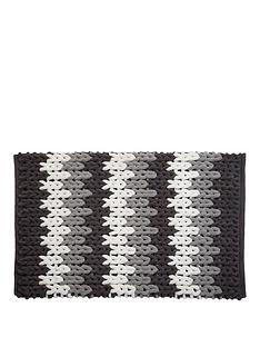 croydex-white-and-grey-patterned-bath-mat