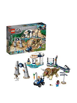 LEGO Jurassic World Lego Jurassic World 75937 Triceratops Rampage Toy Picture