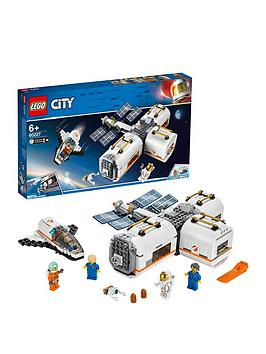 LEGO City  Lego City 60227 Lunar Space Station With Astronauts Minifigures