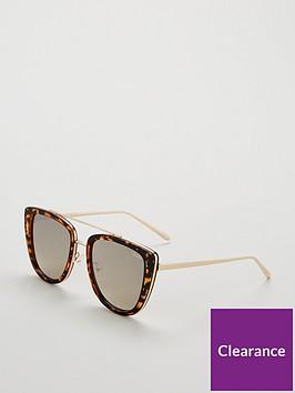 quay-australia-french-kiss-oval-sunglasses-tortoiseshell