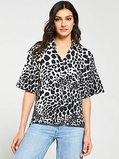 v-by-very-giraffe-print-button-through-blouse-blackwhite