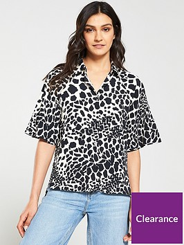 v-by-very-giraffe-print-button-through-blouse-blackwhite