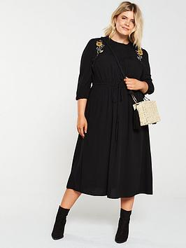 Junarose Junarose Curve Palomia Embroidered Midi Dress - Black Picture