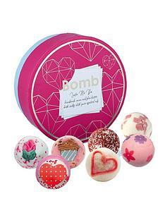bomb-cosmetics-bomb-cosmetics-love-me-do-creamer-bath-bomb-giftset