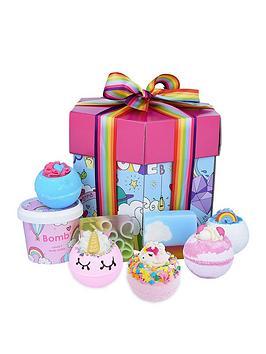 bomb-cosmetics-unicorn-universe-bath-bomb-gift-set