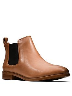 clarks-taylor-shine-wide-fit-ankle-boot