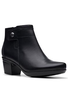 clarks-emslie-parula-wide-fit-shoe-boot-black