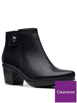clarks-emslie-parula-wide-fit-shoe-boot-black
