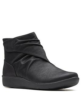 clarks-clarks-cloudsteppers-sillian-tana-wide-fit-ankle-boot