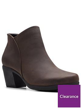 clarks-clarks-unstructured-un-lindel-zip-ankle-boot