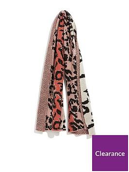 oasis-jacquard-knit-leopard-scarf-animal