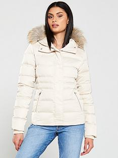 calvin-klein-jeans-short-down-fitted-padded-jacket-sand