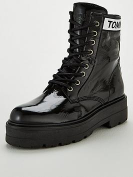 tommy-jeans-patent-leather-flatform-boot