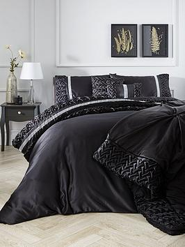 Very Mia Duvet Cover Set In Black Picture