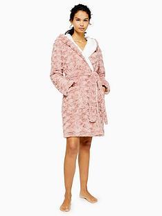 topshop-short-swirl-faux-fur-robe-pink