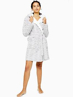 topshop-short-swirl-faux-fur-robe-grey