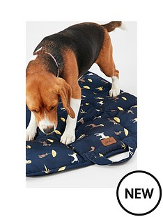 joules-coastal-collection-travel-bed