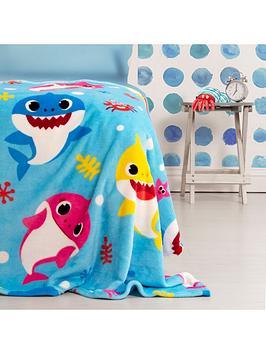 Baby Shark Baby Shark Underwater Fleece Blanket Picture
