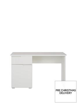 sleek-gloss-desk